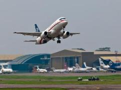 Pesawat Sukhoi Super Jet 100
